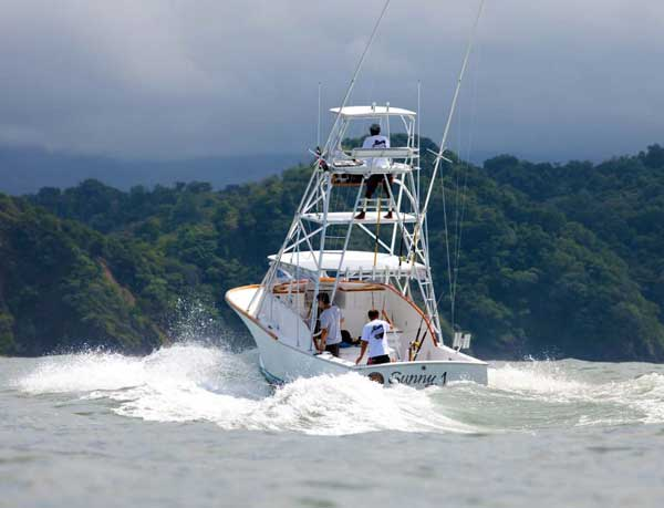 stayincostarica-lossuenos-fishing-luxury-package-sunny