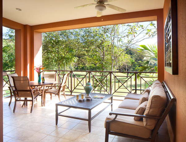 stayincostarica-lossuenos-accommodations-veranda1