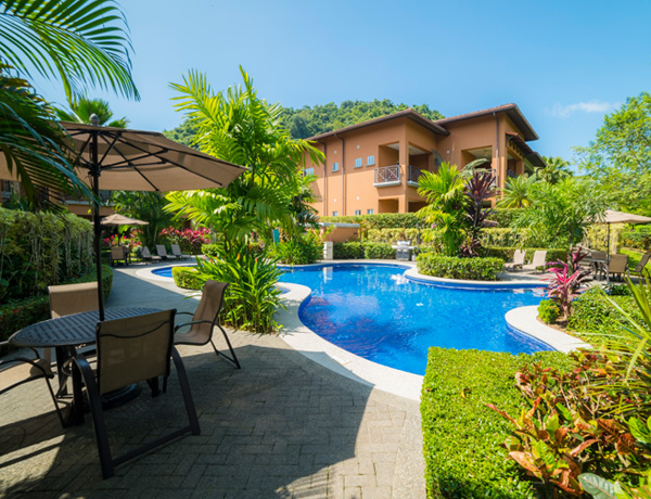 stayincostarica-lossuenos-accommodations-veranda2